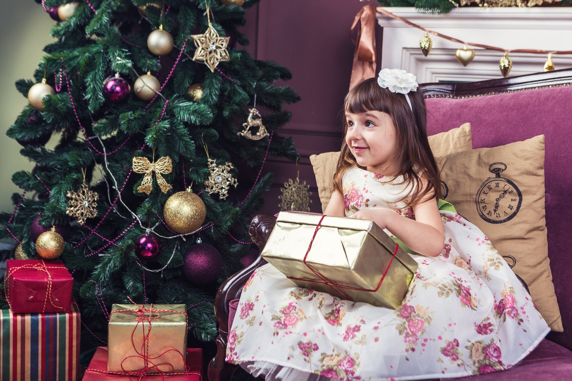 Receive gifts beautiful little girl.
